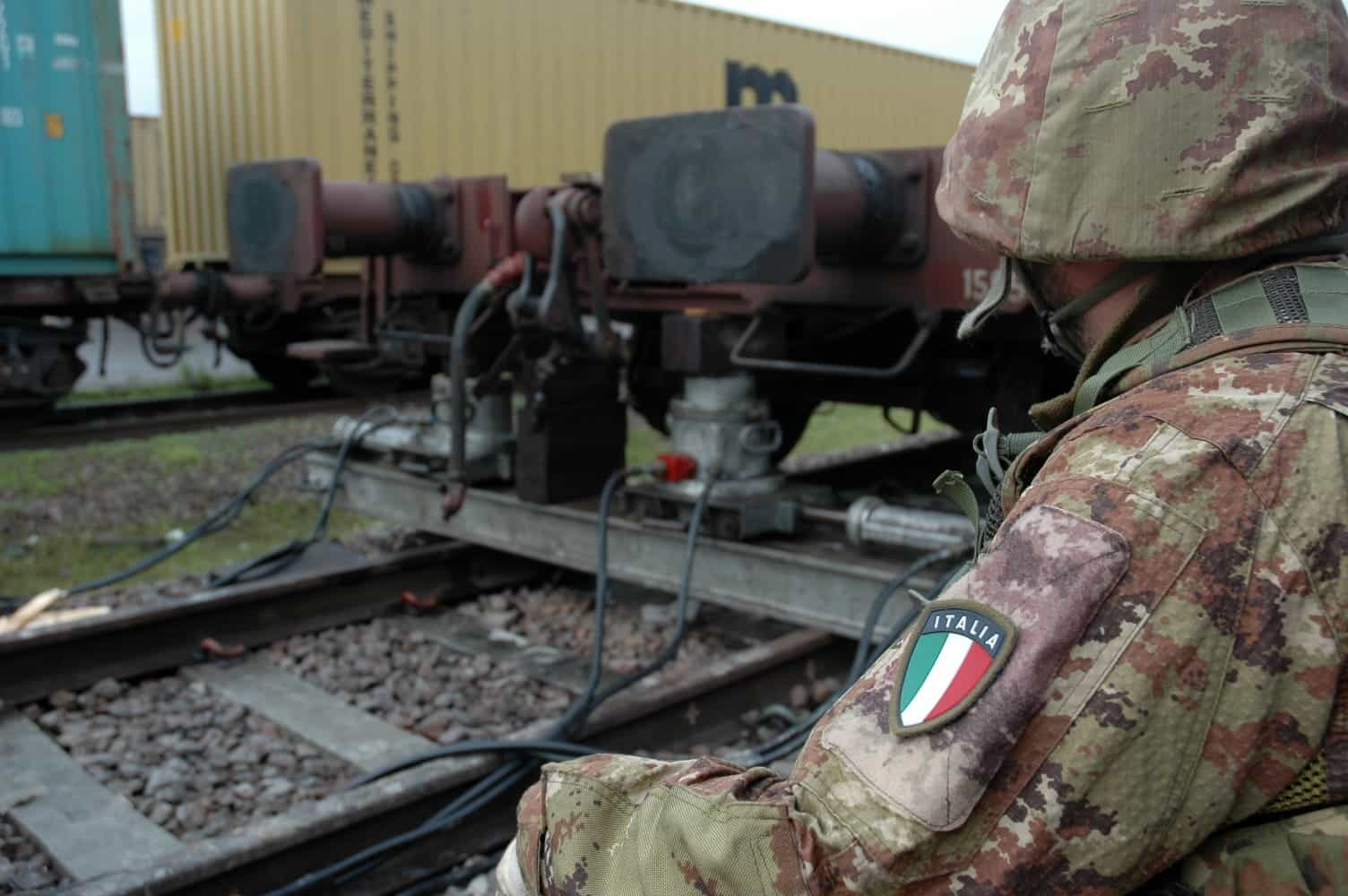 esercito stazione binari