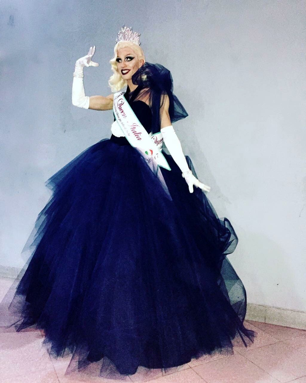 Abiti Da Sera Queen.Eletta La Piu Bella Drag Queen D Italia A Colpi Di Sfilate E Make Up