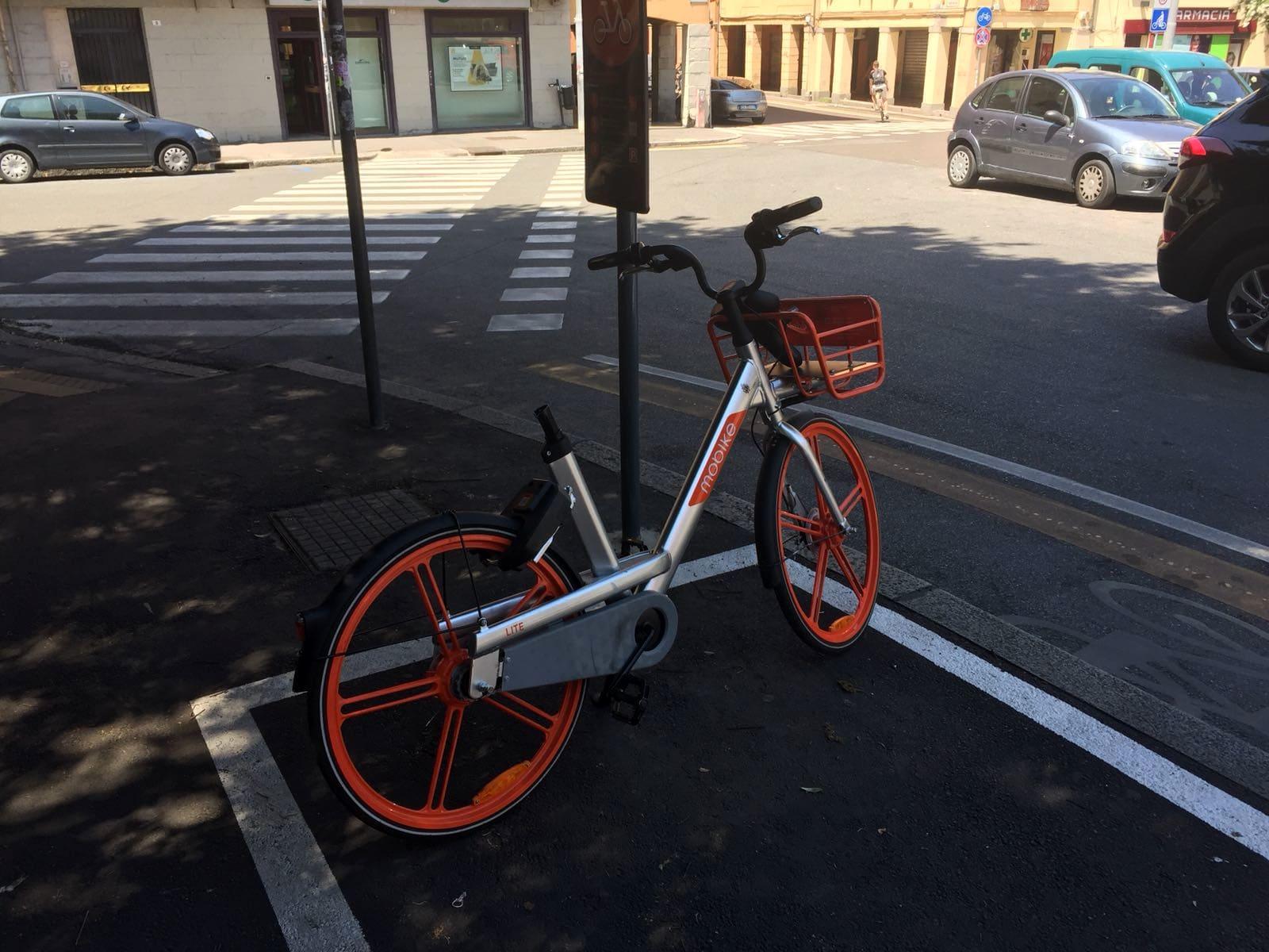 Mobike A Bologna Incendi Danni E Scorrettezze Con Le Bici Condivise