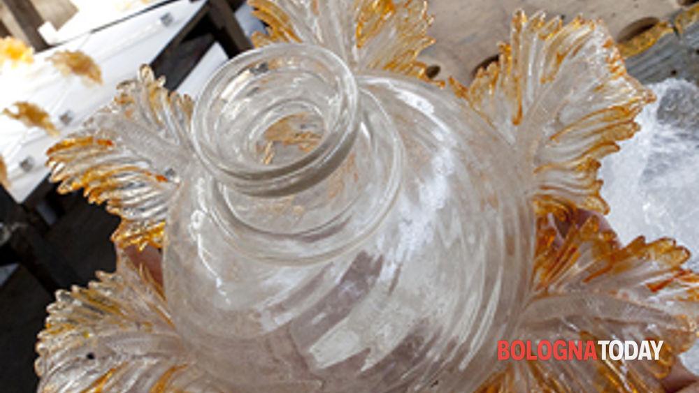 tra arte, artigianato e solidarietà: i lavori di restauro dei lampadari del comune di sant'agostino sopravvissuti al terremoto.-3