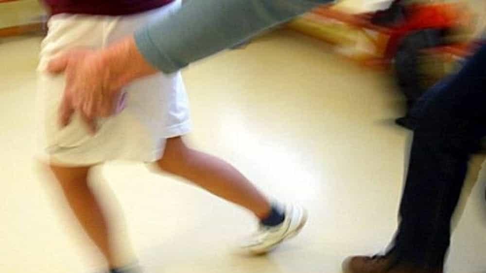 Avances e frasi 'spinte' a 13enne: denunciato per molestie a 91 anni