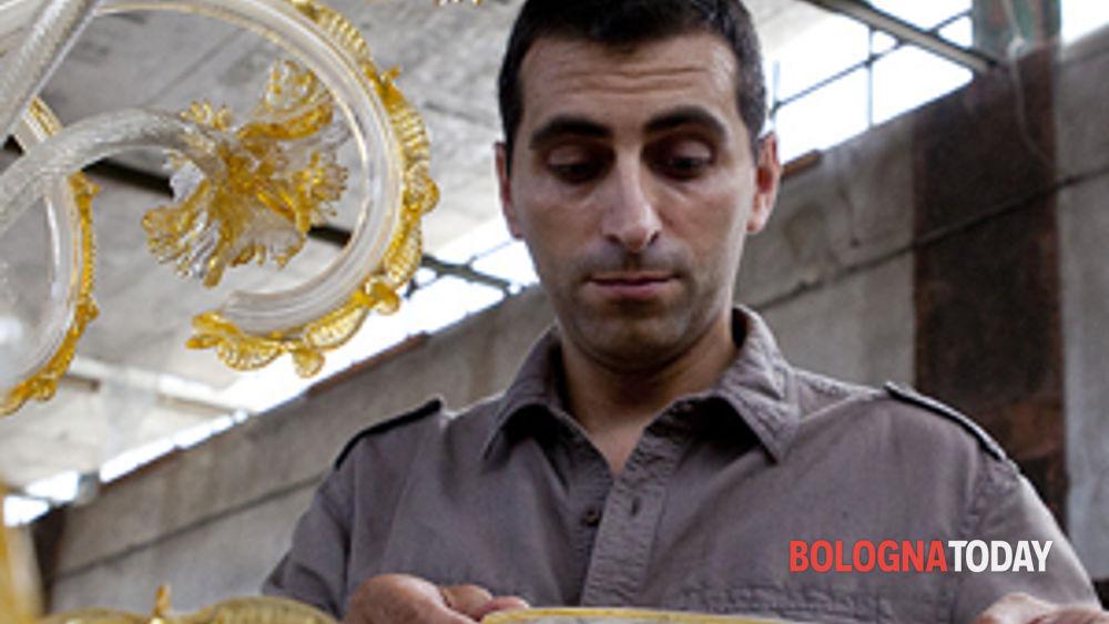tra arte, artigianato e solidarietà: i lavori di restauro dei lampadari del comune di sant'agostino sopravvissuti al terremoto.-2