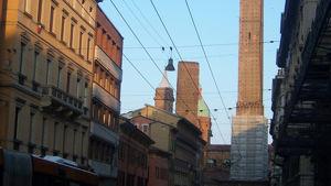 Coronavirus, stop eventi in centro: Merola vieta l'utilizzo di piazze e strade, ordinanza in arrivo da Bonaccini