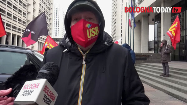 "Protesta in Regione: ""Chi ha i soldi ha i vaccini? No alla logica del PIL""