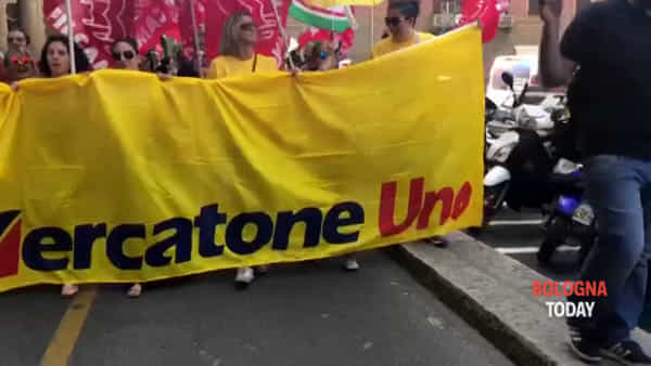 Mercatone Uno, sit-in dei lavoratori davanti la Prefettura | VIDEO