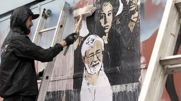 Guccini lancia il nuovo album: la copertina è anche un murale \ VIDEO