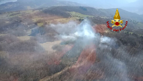 Grosso incendio a Castel di Casio,  in fiamme ettari di bosco| VIDEO