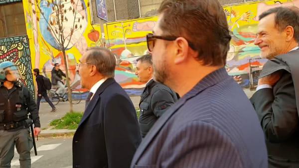 VIDEO| 'Passeggiata' Fratelli d'Italia in Bolognina: traffico bloccato e match con La Russa