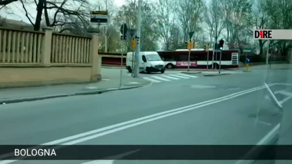 VIDEO| Coronavirus, sull'autobus vuoto: Bologna deserta vista dal finestrino