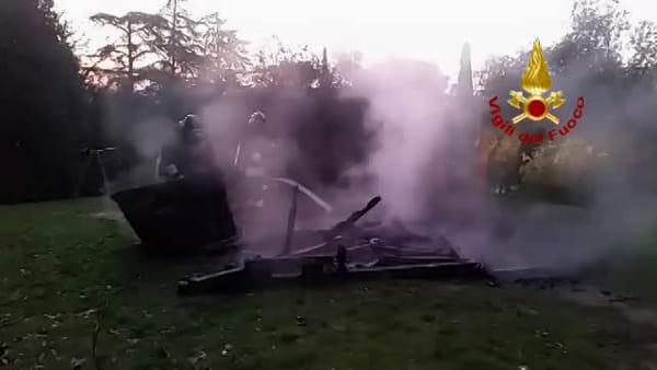 Incendio a Imola, a fuoco il parco giochi | VIDEO