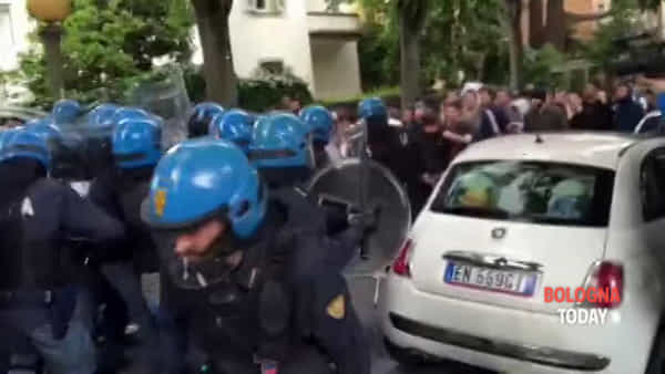 Tafferugli al corteo anti Salvini davanti a Ingegneria - VIDEO 2