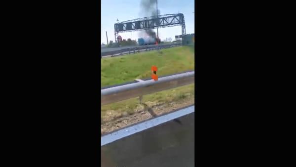 Fumo e incendio in A14: camion in fiamme, traffico bloccato e code
