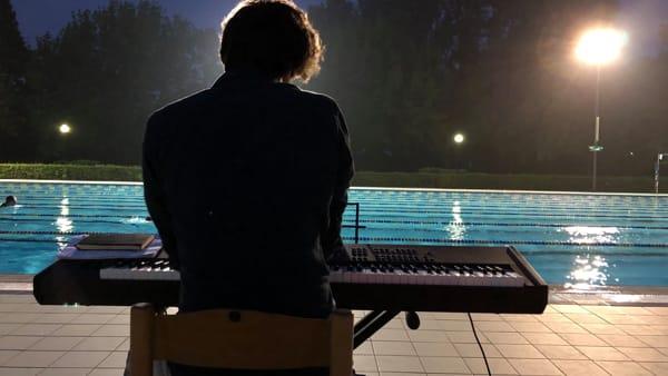Alba in Musica, pianoforte e yoga a bordo piscina