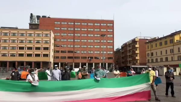 """Piazzola, la protesta degli ambulanti in Piazza VIII Agosto: """"Noi invisibili"""" - VIDEO"""