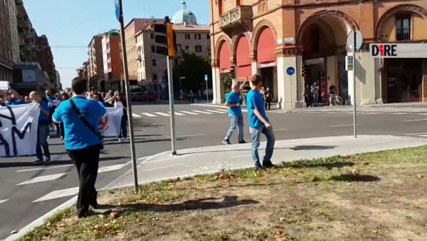 """Corteo No tram sfila e blocca il traffico: """"Sarà sempre così con il tram""""\VIDEO"""