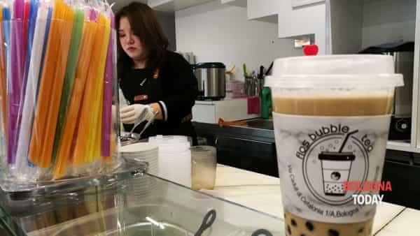 Cristina prepara un Bubble Tea