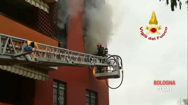 Appartamento in fiamme a Imola: le immagini | VIDEO