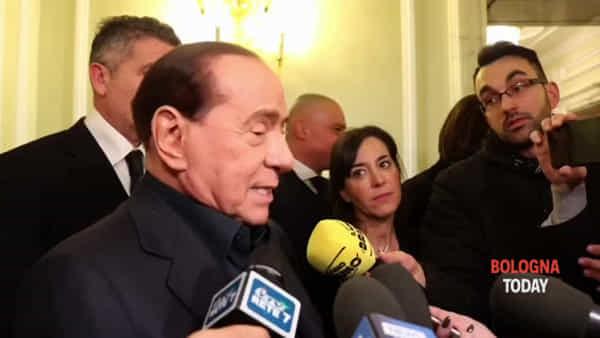Regionali, Berlusconi a Bologna: c'è anche Mihajlovic | VIDEO