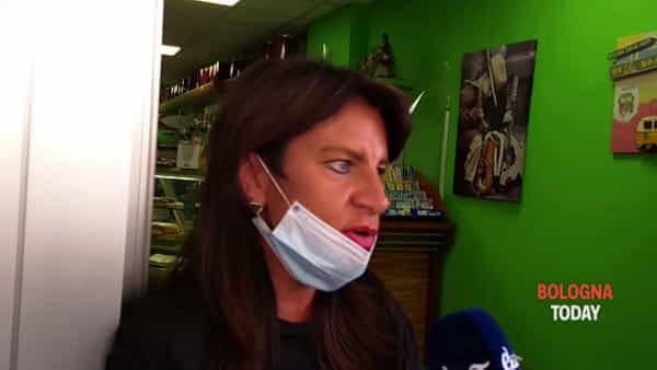 """Donna morta nell'incendio di via Sant'Isaia, la barista: """"L'avevo vista stamattina, era qui a fare colazione"""""""
