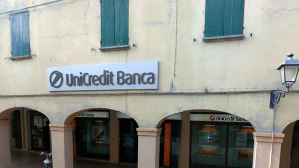 Furto all'Unicredit a Sant'Agata Bolognese: bancomat sradicato con un carro attrezzi