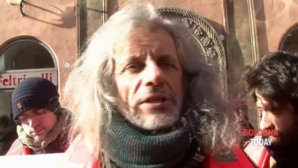 VIDEO | Migranti in mare, il messaggio di Alessandro Bergonzoni: 'Che passaporto ha l'anima?'