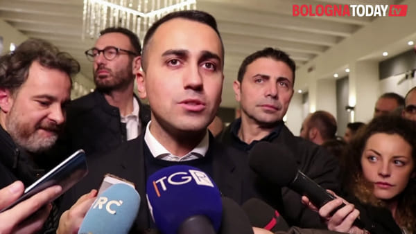 "Di Maio a Bologna, niente allenza M5S-Pd: ""In Emilia no referendum su governo"" - VIDEO"