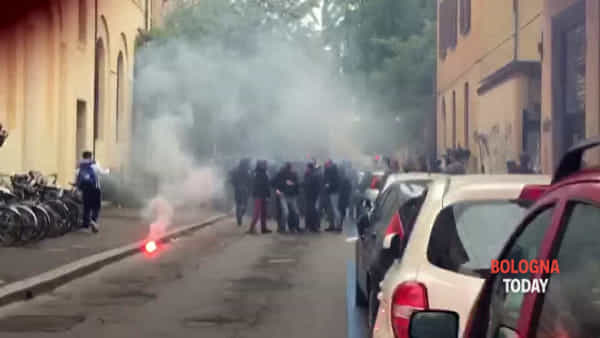 VIDEO | Polizia vs studenti: botte e fumogeni
