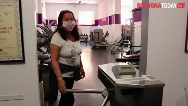 Attrezzi alternati, pulizia e prenotazioni: si torna in palestra | VIDEO