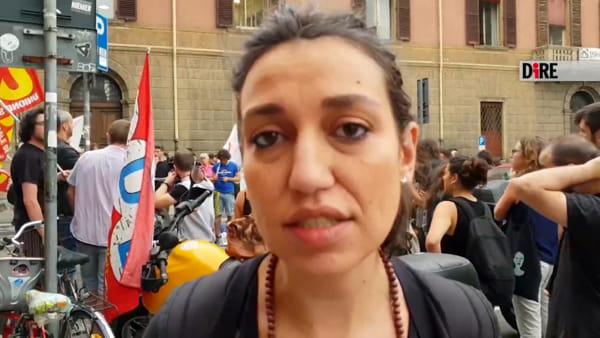 """Chiusura Hub via Mattei, operatori in presidio: """"No deportazioni, no licenziamenti"""""""
