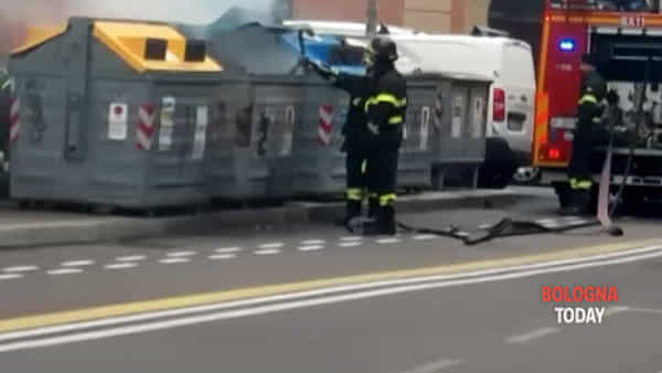 VIDEO | Incendio in via Mazzini, vigili del fuoco spengono il rogo