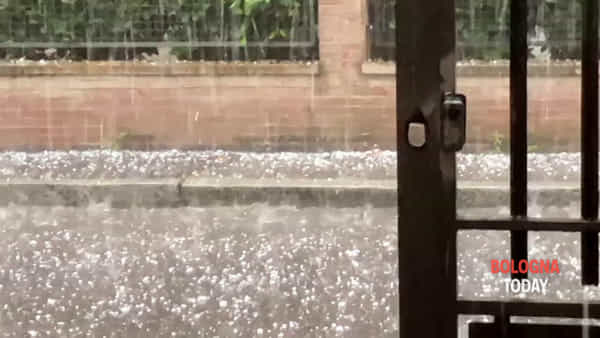 Violenta grandinata su Bologna\VIDEO