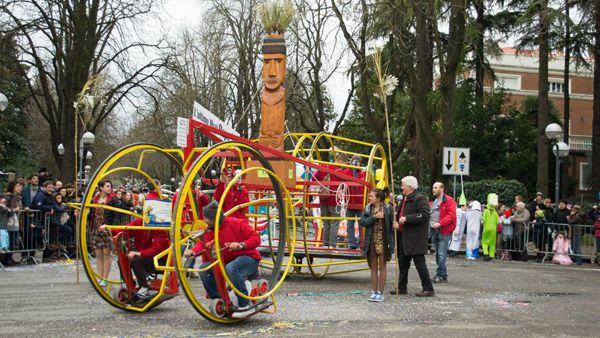 Il Carnevale dei Fantaveicoli: stravaganza e fantasia a Imola