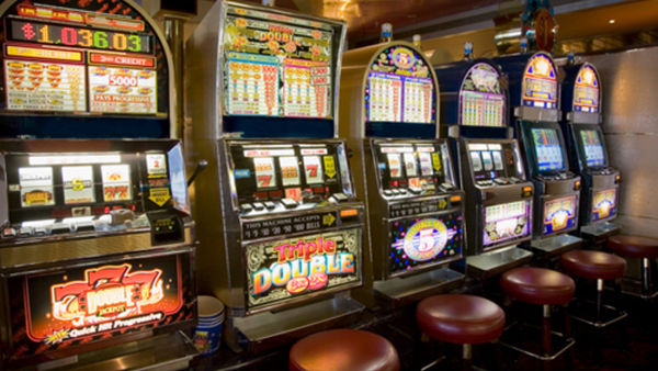 San Lazzaro: ore contate per due sale slot