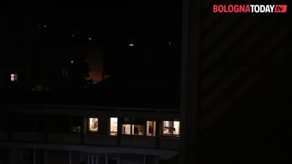 Cinema da casa: le proiezioni di Kinodromo sui palazzi di Bologna | VIDEO
