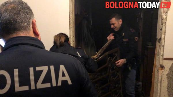 """Incendio Andrea Costa, dà allarme e salva anziana: """"Fumo arrivava su, lei chiusa dentro"""""""