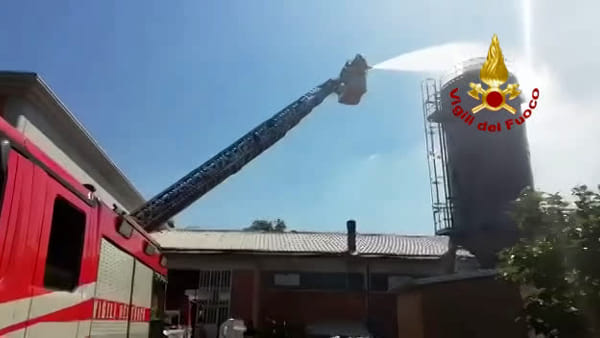 VIDEO| Silos prende fuoco a San Lazzaro