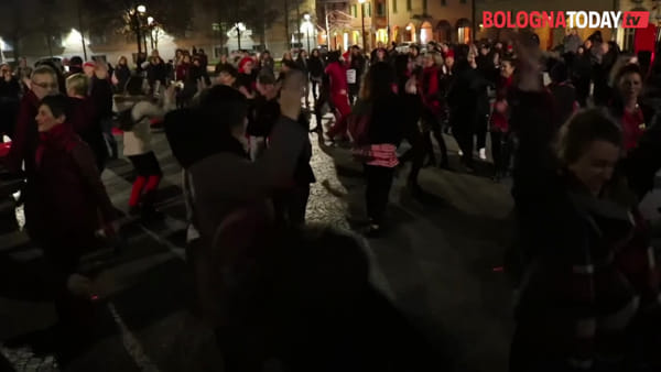 No alla violenza maschile contro le donne: one billion rising fa ballare Bologna | VIDEO