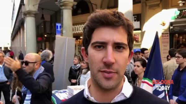 Tortellini al pollo: Fratelli d'Italia offre mortadella ai passanti
