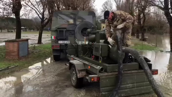 Maltempo, Argelato allagata: l'Esercito in campo con pompe idrovore