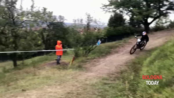 VIDEO| A Bologna il 1°campionato internazionale di e-Bike: la partenza da San Luca