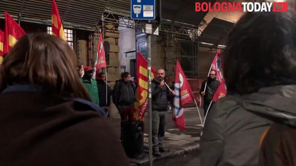 """Riapre l'hub di via Mattei, presidio in Prefettura: """"Non voglio andarci, se vado perdo il lavoro"""""""
