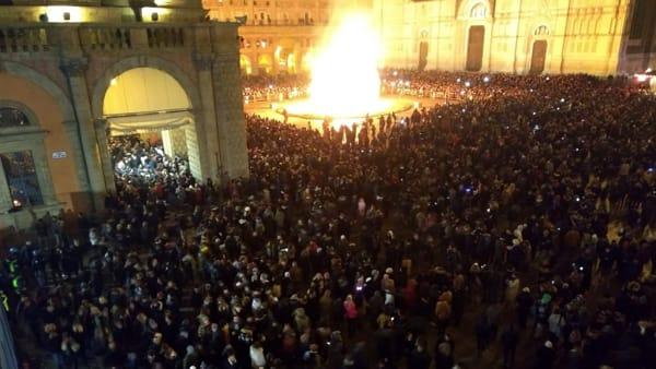 Capodanno 2019 in Piazza Maggiore fra musica e rogo del Vecchione