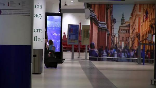 Il Coronavirus svuota l'aeroporto: oggi decolla un solo volo per Roma | VIDEO