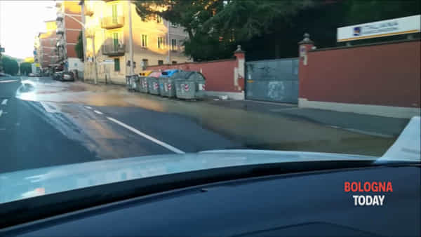 VIDEO| Allagamento in via Montefiorino: strade chiuse
