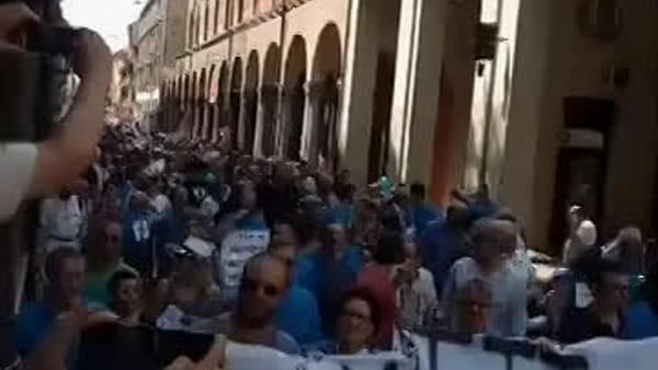 VIDEO| 'Bologna non vuole il tram': corteo in centro