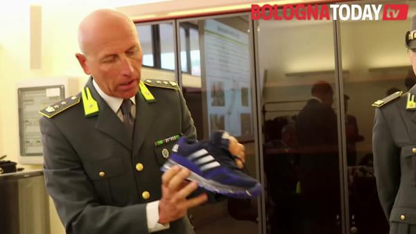 """Vestiti, scarpe e borse false: """"Cucivano i loghi con macchine tecnologiche""""\VIDEO"""