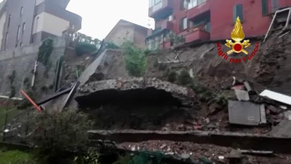 Crolla muro a Pianoro, palazzina minacciata dalla frana | VIDEO