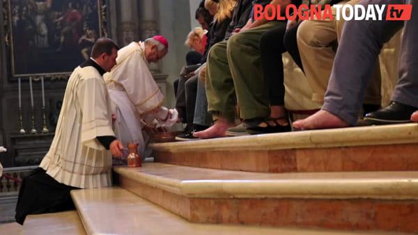 Giovedì santo, il rito della lavanda dei piedi in cattedrale