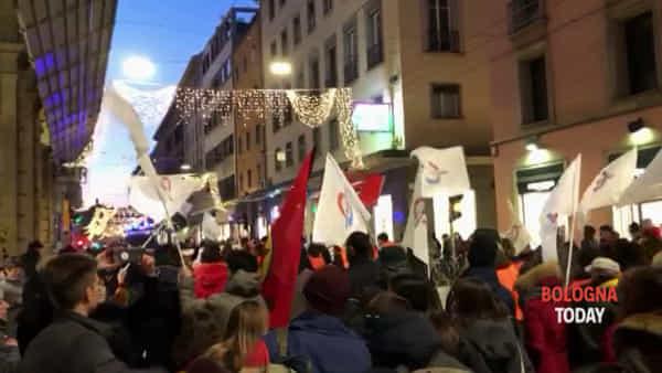 VIDEO| 'Apriamo i porti': corteo in centro