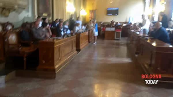 VIDEO| Presidio anti-sgombero Xm24, interrotto il consiglio comunale